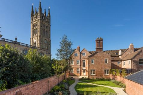 Northgate Street, Warwick, Warwickshire, CV34. 6 bedroom town house for sale