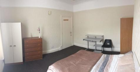 Room, Wakefield, West Yorkshire. 1 bedroom house share