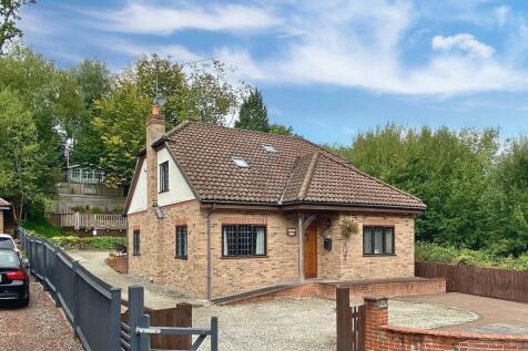 Valley Lane, Meopham, Gravesend, DA13. 4 bedroom detached house for sale