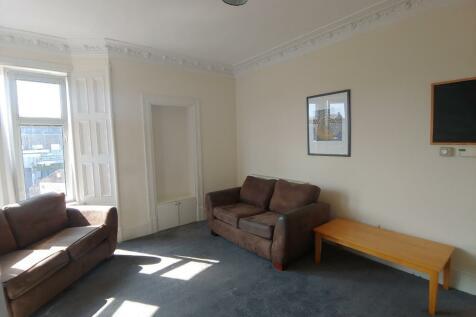 West Lyon Street, Maryfield, Dundee, DD4. 3 bedroom flat