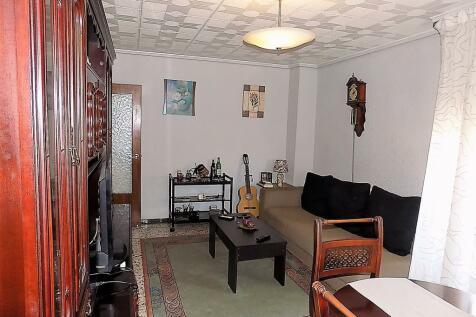Valencia, Alicante. 4 bedroom ground floor flat for sale