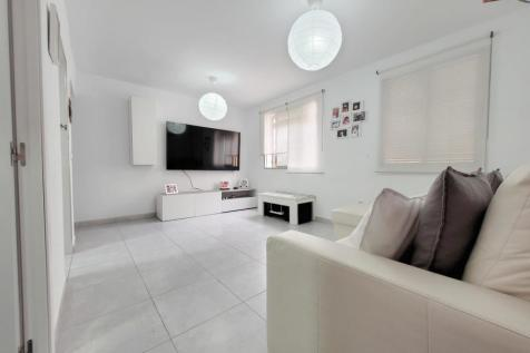 Andalucia, Malaga. 2 bedroom ground floor flat for sale
