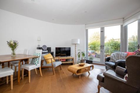 Pascoe Road, Lewisham, London, SE13. 2 bedroom end of terrace house for sale