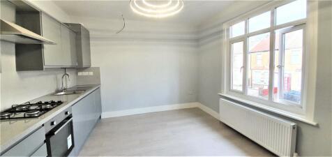 West Street, Bromley, Kent, BR1. 2 bedroom apartment