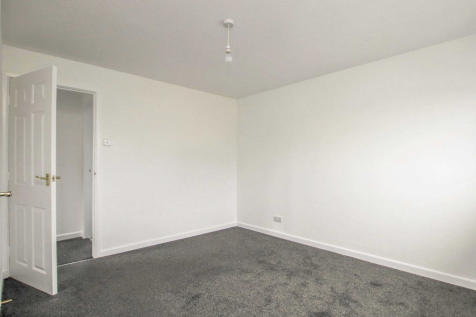 Waddon New Road, Croydon, Surrey, CR0. 2 bedroom flat