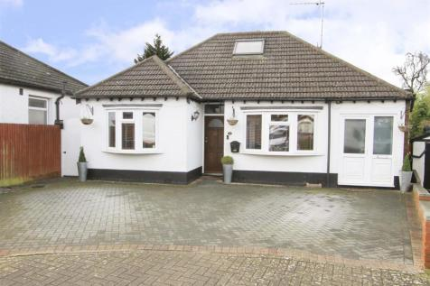 Athol Close, Pinner, HA5. 6 bedroom detached bungalow