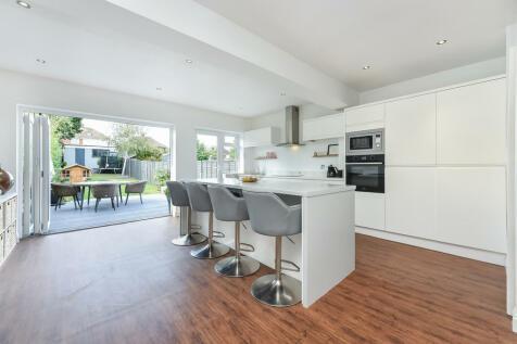 Maidstone Road, Rainham, Kent. ME8. 3 bedroom semi-detached house