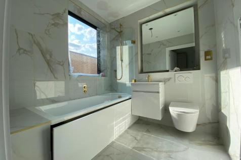 Granville Road, Golders Green, London, NW2 2LD. 3 bedroom flat