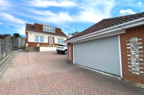 Southdown Road, Catherington, Waterlooville. 5 bedroom detached house