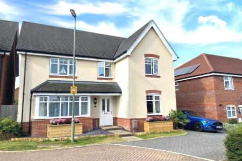 Lowton Gardens, Clanfield. 5 bedroom detached house