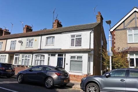 Cambridge Road, St. Albans, Hertfordshire, AL1. 3 bedroom end of terrace house