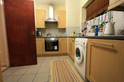 Willow Way, London, SE26. 3 bedroom flat