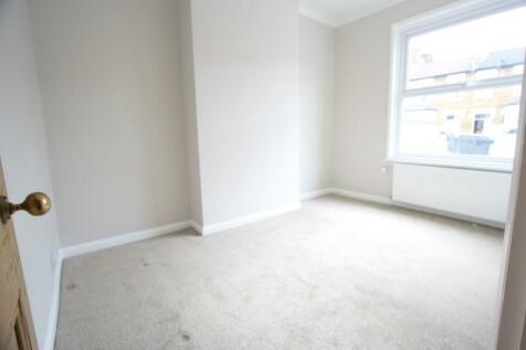 Danbrook Road, London, SW16. 2 bedroom ground floor flat