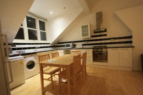 Golders Green Road, London, NW11. 4 bedroom flat