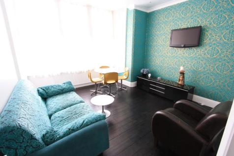 Greyhound Lane, London, SW16. 2 bedroom flat