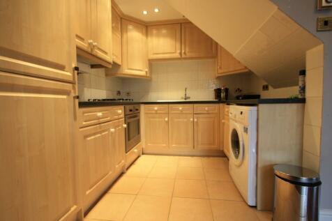 Worple Road, London, SW20. 3 bedroom flat