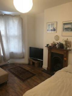 Downside Close, London, SW19. 2 bedroom flat