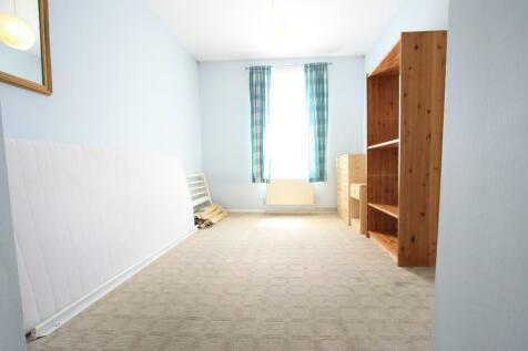 Wandsworth Road, London, SW8. 2 bedroom flat