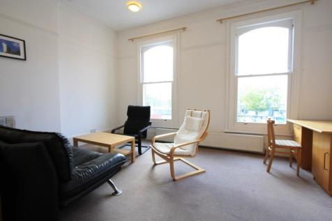 Clapham Common South Side, London, SW4. 1 bedroom flat