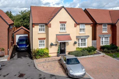 Aginhills Drive, Taunton. 4 bedroom detached house for sale