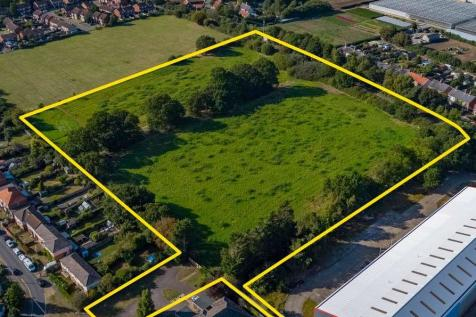 Land to the rear of St Margaret's Crescent, Leiston, Suffolk, IP16 4HR. Land for sale