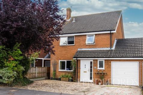 Ropes Walk, Blofield. 4 bedroom link detached house for sale