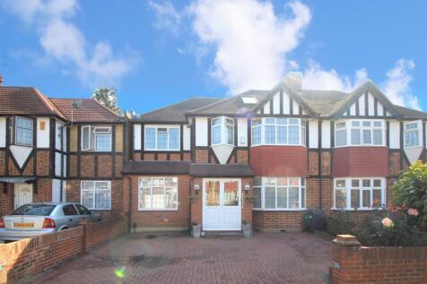 St. Pauls Close, Hounslow, TW3. 4 bedroom semi-detached house
