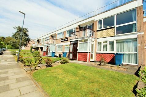 Garden Court, Stanmore, HA7. 3 bedroom apartment