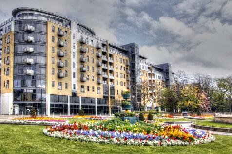 79 Queens Court, City Centre. 2 bedroom apartment for sale