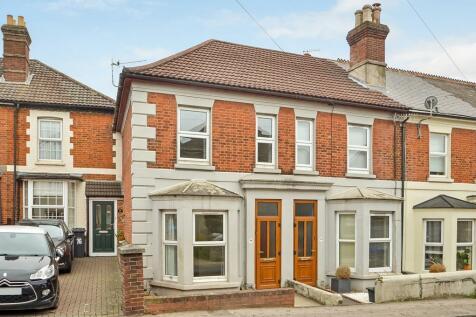 Devizes Road, Salisbury. 2 bedroom terraced house