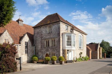 The Close, Salisbury. 4 bedroom maisonette for sale