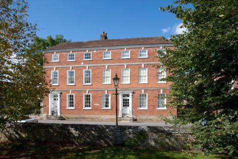 The Close, Salisbury. 2 bedroom flat for sale
