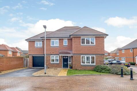 Howes Crescent, Salisbury. 4 bedroom detached house for sale