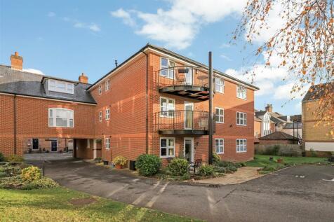 St Edmunds Church Street, Salisbury. 2 bedroom flat