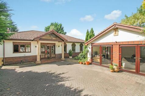 The Park, Cheltenham. 4 bedroom detached bungalow for sale