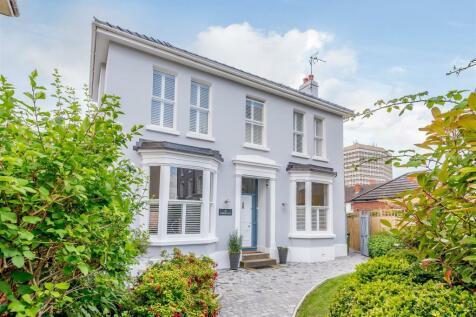 St. Lukes Road, Cheltenham. 4 bedroom detached house