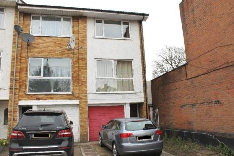 Woodford Green, IG8. 3 bedroom town house