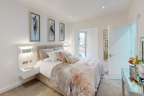 High Road, Ickenham Village UB10. 1 bedroom apartment