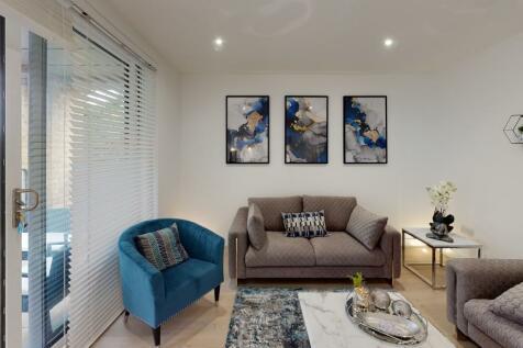 Ickenham Village, High Road,. 2 bedroom apartment