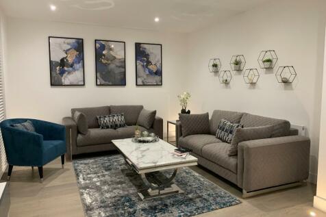 High Road, Ickenham Village, UB10. 1 bedroom apartment