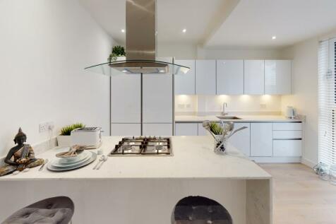 High Road, Ickenham Village, UB10. 3 bedroom apartment