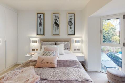 High Road, Ickenham Village, UB10. 2 bedroom apartment
