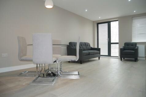 Swakeleys Road, Uxbridge, Greater London, UB10. 2 bedroom apartment