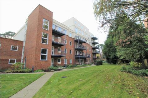 46-48 Tower Road, Branksome Park, BH13 6JA. 2 bedroom apartment