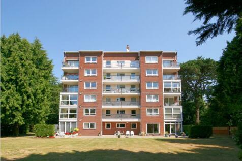 The Avenue, Branksome Park, BH13 6HA. 3 bedroom apartment
