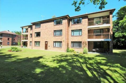 Tower Road, Branksome Park, BH13 6HX. 2 bedroom apartment