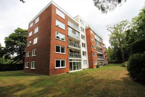 The Avenue, Branksome Park, BH13 6AG. 2 bedroom apartment