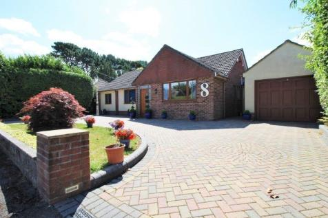 Chiltern Close, Poole, Dorset, BH4. 2 bedroom detached bungalow