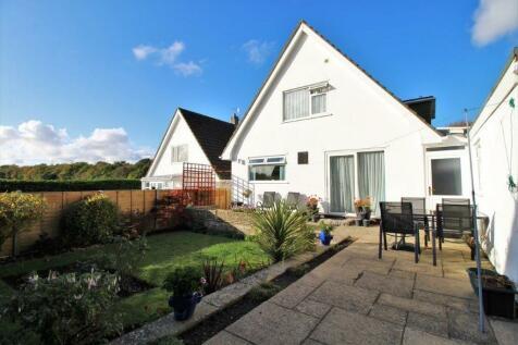 Wren Crescent, Coy Pond, Poole, BH12. 3 bedroom detached house for sale