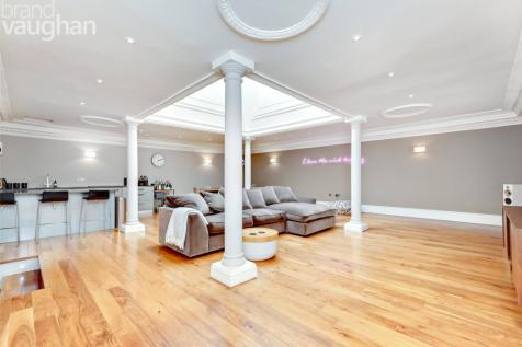Devonshire Place, Brighton, East Sussex, BN2. 3 bedroom apartment for sale